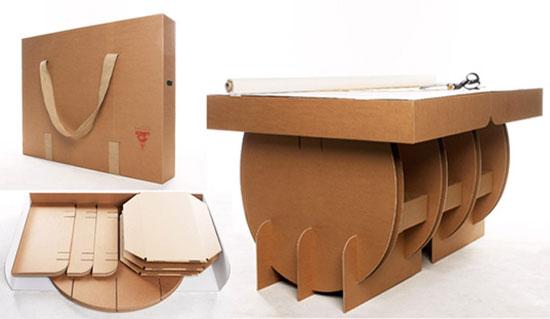 میز های جمع شونده ی کارتنی که در یک کیف برای حمل و نقل آسان قرارمیگیرند