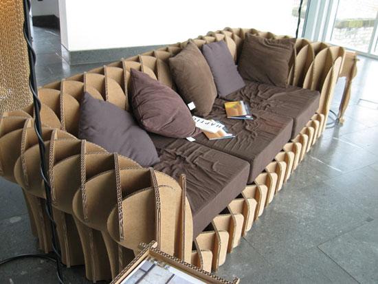 کاناپه با تلفیق پارچه و ساختار کارتنی