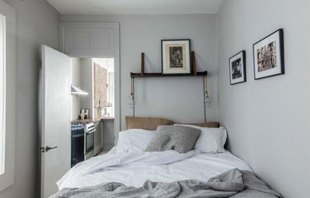 تخت خواب دونفره را به دیوار بچسبانیم؟