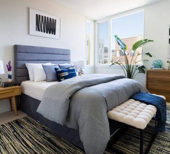 بزرگ نشان دادن فضای اتاق خواب